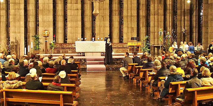 Eine gefüllte Kirche und gute Musik beim Politischen Abendgebet auf der Liebfrauenhöhe (Foto: Gehrlein)