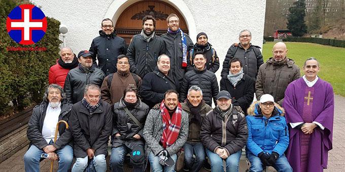 Die Teilnehmer des spanischsprachigen Männertages vor der Gnadenkapelle in Schönstatt/Vallendar (Foto: Güsewell)