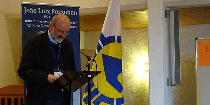 Pater Heinrich Walter, internationale Koordinationsstelle der Schönstatt-Bewegung, bei seinem Vortrag (Foto: Projekt Pilgerheiligtum)