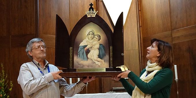 """Maria, als """"Königin der Neuevangelisierung Europas"""" ist in einem großen Bild der Pilgernden Gottesmutter präsent (Foto: Projekt Pilgerheiligtum)"""