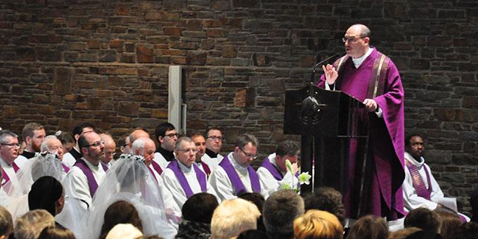 Dr. Bernd Biberger, Generaldirektor der Schönstätter Marienschwestern, stand der Feier vor und hielt die Predigt (Foto: s-ms.org)