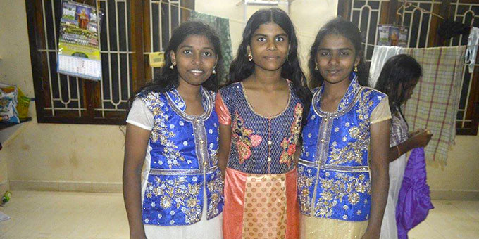 Stolze Schülerinnen im Sunrise Village (Foto: Sunrise-Village, Indien)