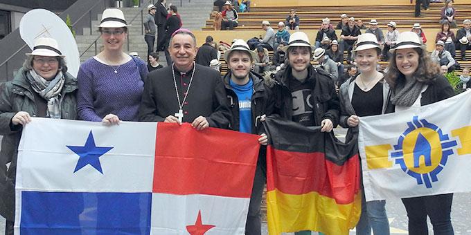 Einige Schönstätter zusammen mit dem Erzbischof von Panama Stadt, Monseñor José Domingo Ulloa Mendita  (Foto: McClay)