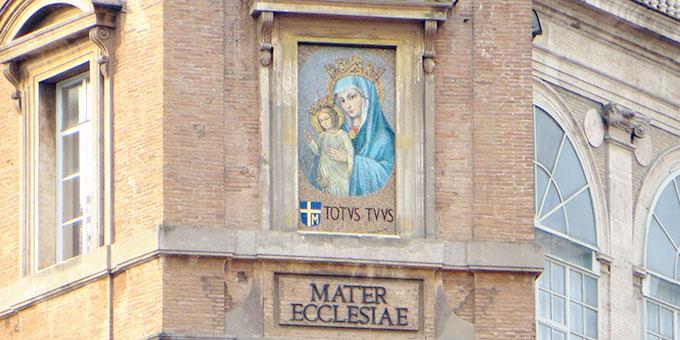Maria, Mutter der Kirche, Motiv oberhalb des Petersplatzes in Rom (Foto: Archiv)