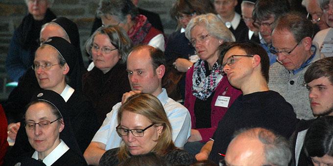 Der Eröffnungstag der Delegiertentagung erforderte viel konzentriertes Zuhören (Foto: Brehm)
