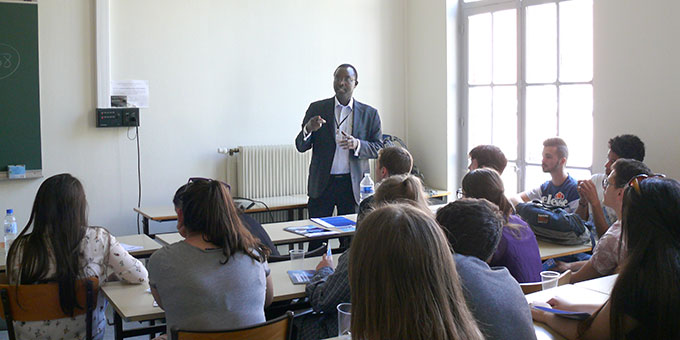 Pater Deogratias Maruhukiro spricht über die Lage in Burundi (Foto: privat)