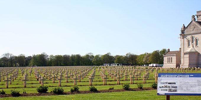 Gedenkfeier auf der Lorettohöhe: Militärfriedhof und Gedenkmemorial des ersten Weltkrieges etwa 14 km nördlich von Arras (Foto: MarieSchockaert)