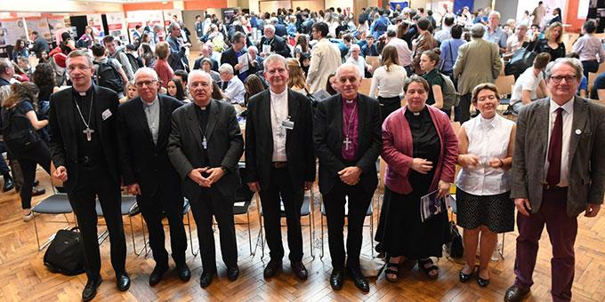 """Unter den Rednern beim internationalen Kongress """"Campus de la paix"""" ist auch Weihbischof Dr. Michael Gerber, Freiburg (links) (Foto: Diocèse de Lille)"""