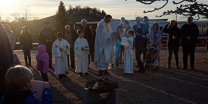 Das Osterfeuer brennt (Foto: Gehring)