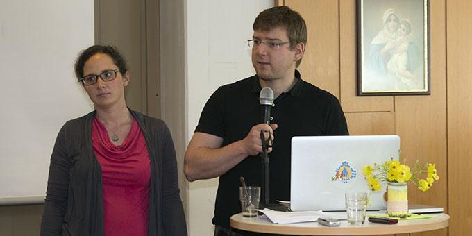 Agnes und Rupert Rehor, Österreich, berichten über Angebote für junge Ehepaare (Foto: Lilek)