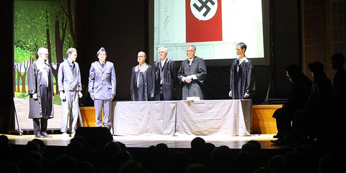 Ging unter die Haut: die Gerichtsverhandlung Reinischs (2. von links) vor dem Reichskriegsgericht (Foto (c): Markus Hauck (POW))