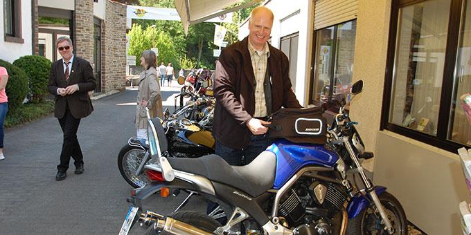 Pfarrer Stefan Schaaf bei der Motorradwallfahrt 2016 in Schönstatt/Vallendar (Foto: Brehm)