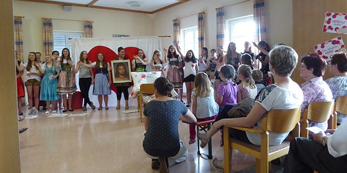Ein Theaterstück der Schönstatt-Mädchenjugend (Foto:  M. Semmelbauer)