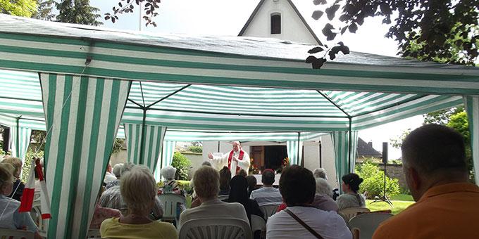 Gottesdienst mit Dechant Schuh (Foto: Brück)