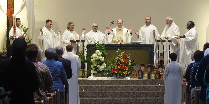 Feierlicher Gottesdienst in der Pilgerkirche (Foto: Schönstatt-Pilgerzentrale)