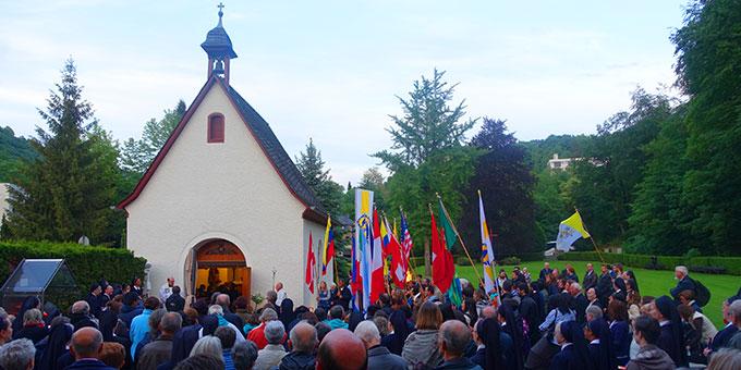Bündniserneuerung an der Gnadenkapelle in Schönstatt (Foto: Schönstatt-Pilgerzentrale)