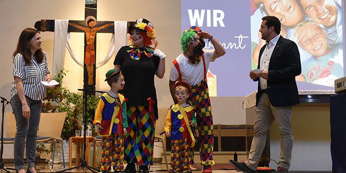 Das Familienfestival in Schönstatt begann mit einem fröhlichen Willkommensfest in der Pilgerkirche (Foto: Kröper)