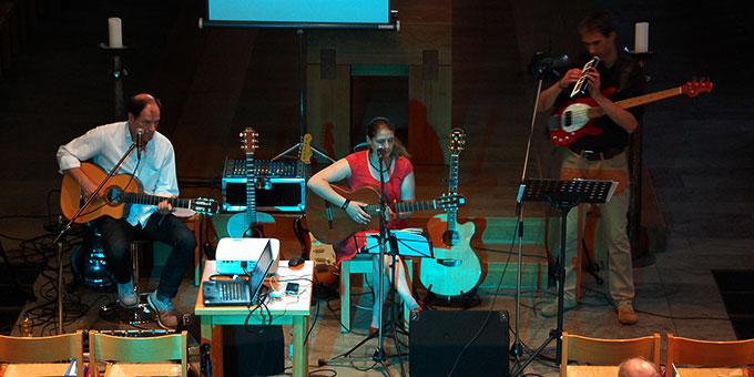Parallel dazu gab es ein Konzert mit Liebesliedern von Wilfried Röhrig & Band in der Pallotti-Kirche (Foto: Brehm)