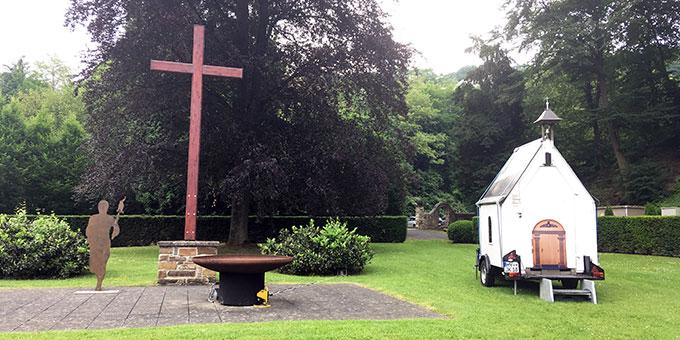 Auch das Heiligtum auf Rädern ist mit dabei (Foto: Jehle)