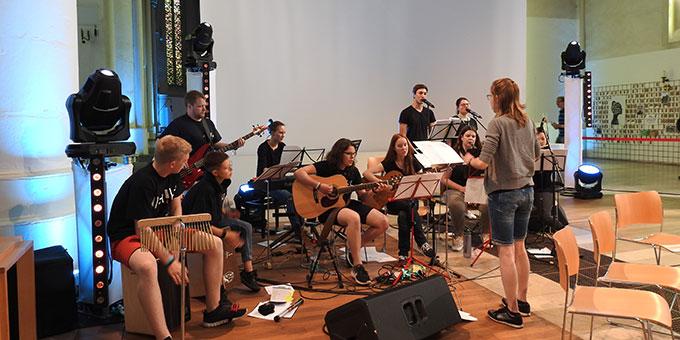 Die Band, die den Gottesdienst mitgestaltete (Foto: McClay)