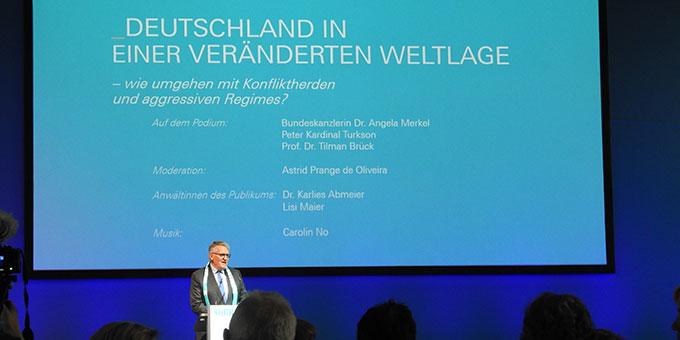 Begrüßung durch Prof. Dr. Thomas Sternberg, Präsident des Zentralkomitees der deutschen Katholiken (ZdK)   (Foto: McClay)