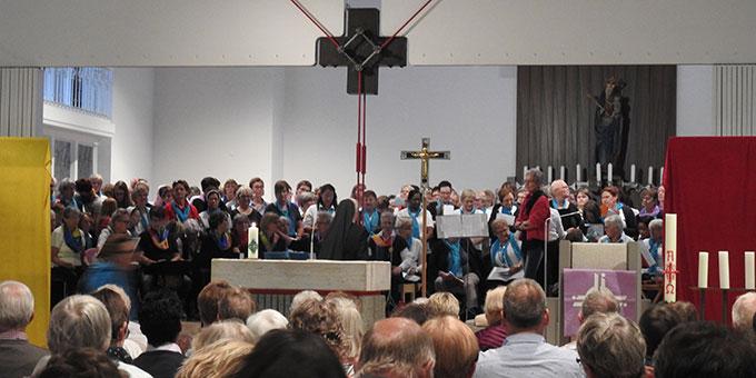 Komplet mit Ordenschristen und Geistlichen Gemeinschaften (Foto: McClay)