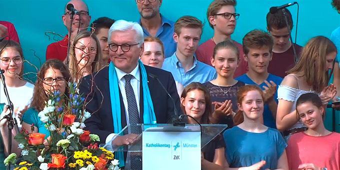 Bundespräsident Bundespräsident Frank-Walter Steinmeier bei seinem Grußwort an die Katholikentagsteilnehmer (Foto: katholikentag.de)