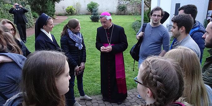 Gelegenheit zur Begegnung mit Weihbischof Gebert (Foto: Brück)