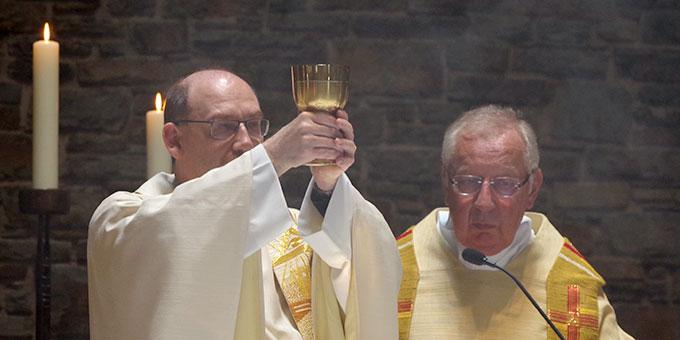 Dr. Biberger bei der Eucharistiefeier (Foto: Neiser)