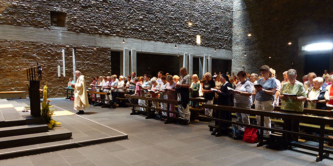 Gebetszeit in der Dreifaltigkeitskirche auf Berg Schönstatt (Foto: G. Semmelbauer)