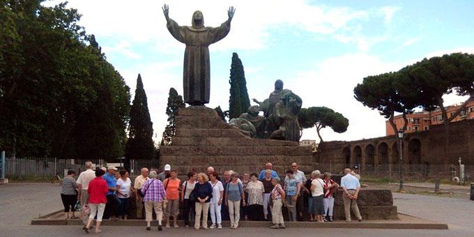 Franziskus-Denkmal vor dem Lateran (Foto: Wolf)