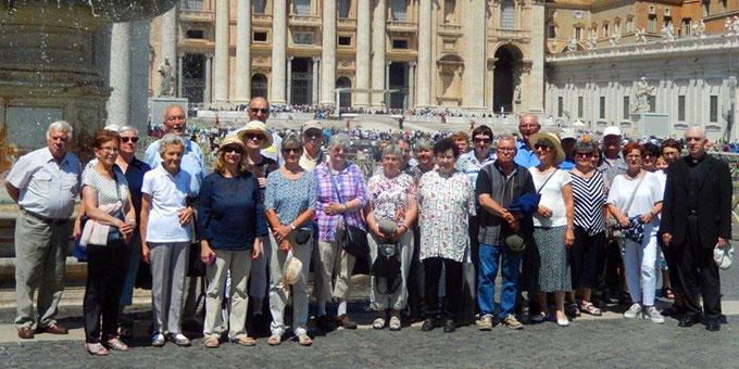 Pilgergruppe der Schönstatt-Bewegung aus dem Bistum Freiburg auf dem Petersplatz in Rom (Foto: Wolf)