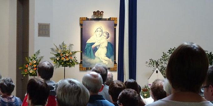 Pilger aus dem Bistum Trier beim Gottesdienst in der Pilgerkirche Schönstatt (Foto: Brück)