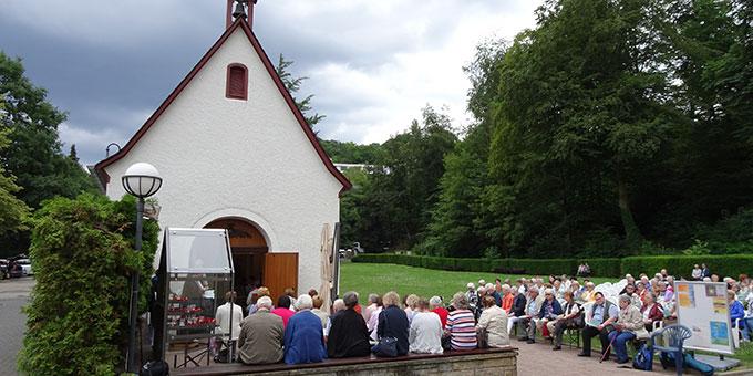 Gebetszeit der Trierer Pilger am Urheiligtum (Foto: Brück)