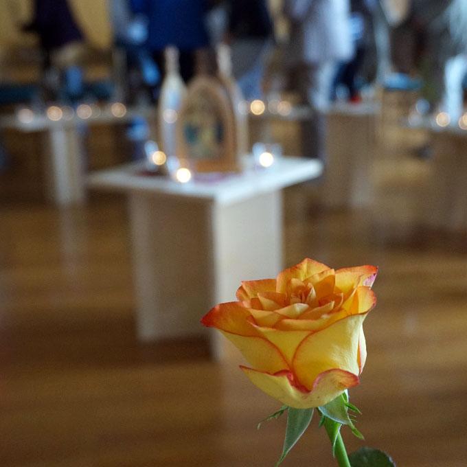 Die Rose als Symbol für Bitte und Dank (Foto: Karten)