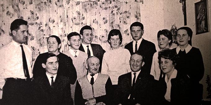 Familie Grill: Die Eltern und zehn Kinder stammen aus Böhmen (Foto: privat)