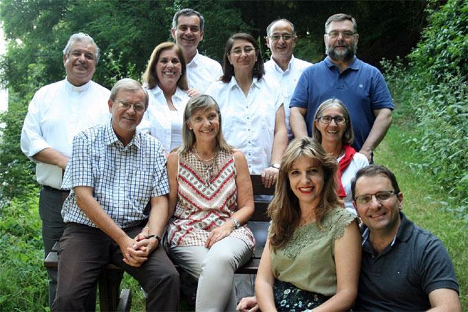 Die neue Generalleitung des Institutes der Schönstattfamilien: Fam. Köstner, Fam. Nassif (vorne v.l.) P. Marcel, Fam. Yrrarazaval, Fam. Rivera, Fam. Muñoz (hinten v.l.) (Foto: Neiser)