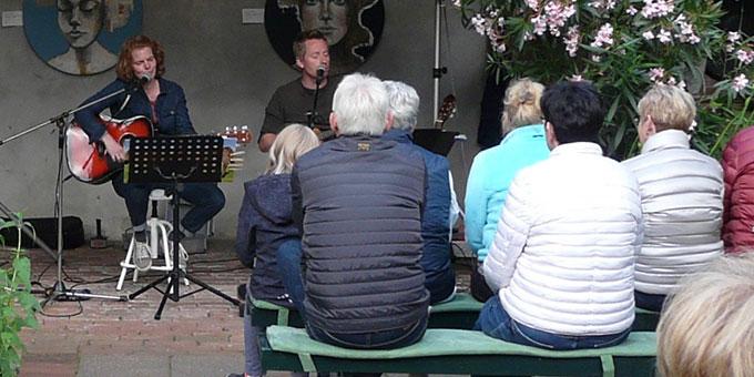Beim Lieder- und Erzählabend (Foto: Eichenberg)