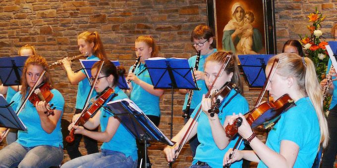 Auch das Schulorchester war beteiligt (Foto: Schmitz)