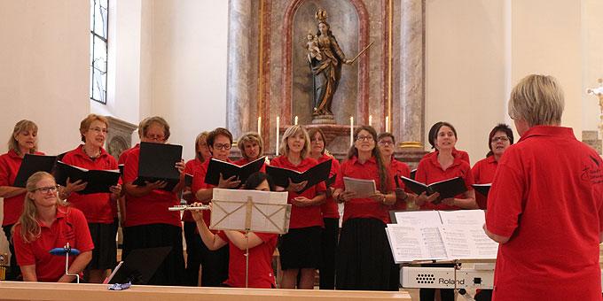 St. Johann Singer gestalten die Segensfeier (Foto: Jung)