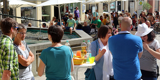 Bewirtung auf dem Dom-Vorplatz durch Frauen und Mütter (Foto: Jung)