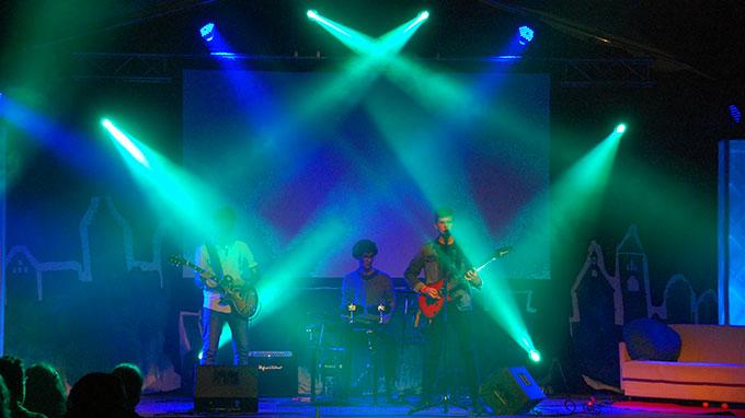 Ein Abend mit guter Musik, toller Light-Show und viel LAchen (Foto: Brehm)