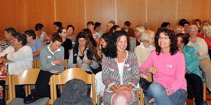 Aufmerksame und gesprächsbereite Zuhörerinnen beim Tag der Frau auf der Liebfrauenhöhe (Foto: TdFLH)