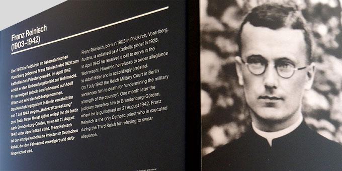 Infostele über Franz Reinisch in der Gedenkstätte der JVA Brandenburg (Foto: Neumann)
