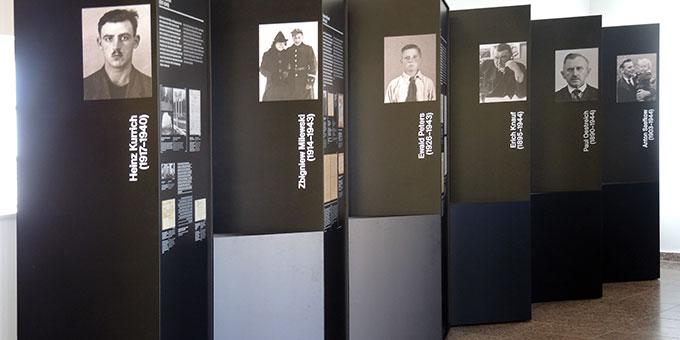 Stellvertretend für die über 2.000 von den Nazis hier enthaupteten werden 12 Personen und ihre Geschichte vorgestellt (Foto: Neumann)