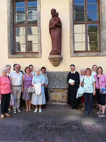 Auf den Spuren von Gertraud von Bullion am Grundstein des Bundesheimes in Schönstatt/Vallendar (Foto: AUTOR)