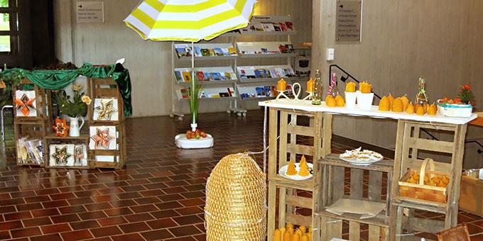 Marktplatz-Ambiente: Marktstände verschiedenster Art laden zum Schlendern, Genießen und Mitmachen ein (Foto: Reiling)