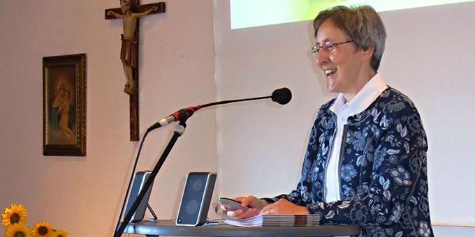 Die Referentin Sr. M. Caja Bernhard gibt Impulse zum Thema des Tages