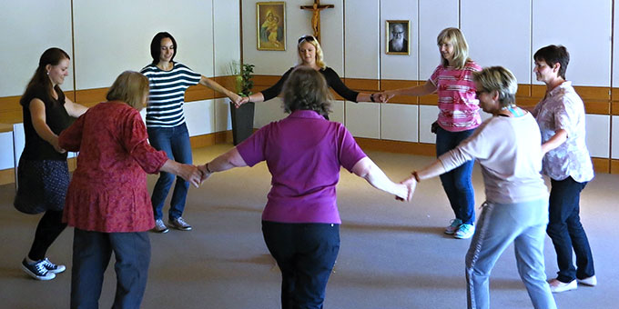 Bei meditativem Tanzen zu sich selber kommen (Foto: Reiling)