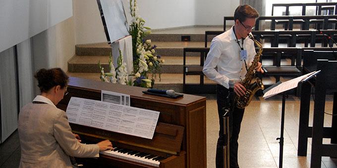 Musikalische Umrahmung Sr. M. Tabea Platzer, Klavier, und Felix Letschert, Saxofon (Foto: Brehm)